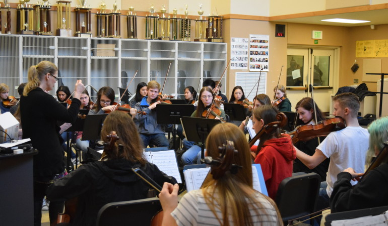 Roosevelt Orchestra Plays with the Pros